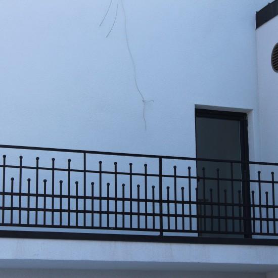 Metaliniai laiptu tureklai su bumbulais ant stripu Midama