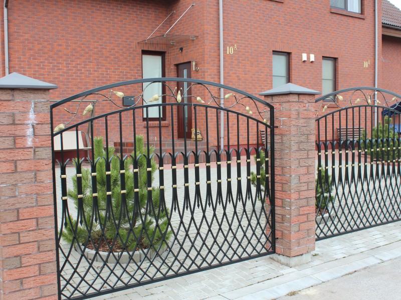 Metaline tvora su auksiniais akcentais Midama