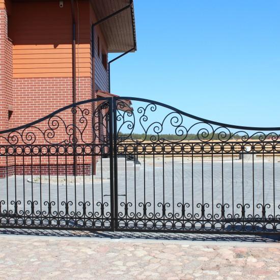 Dvipusiai rudi simetriski vartai Midama