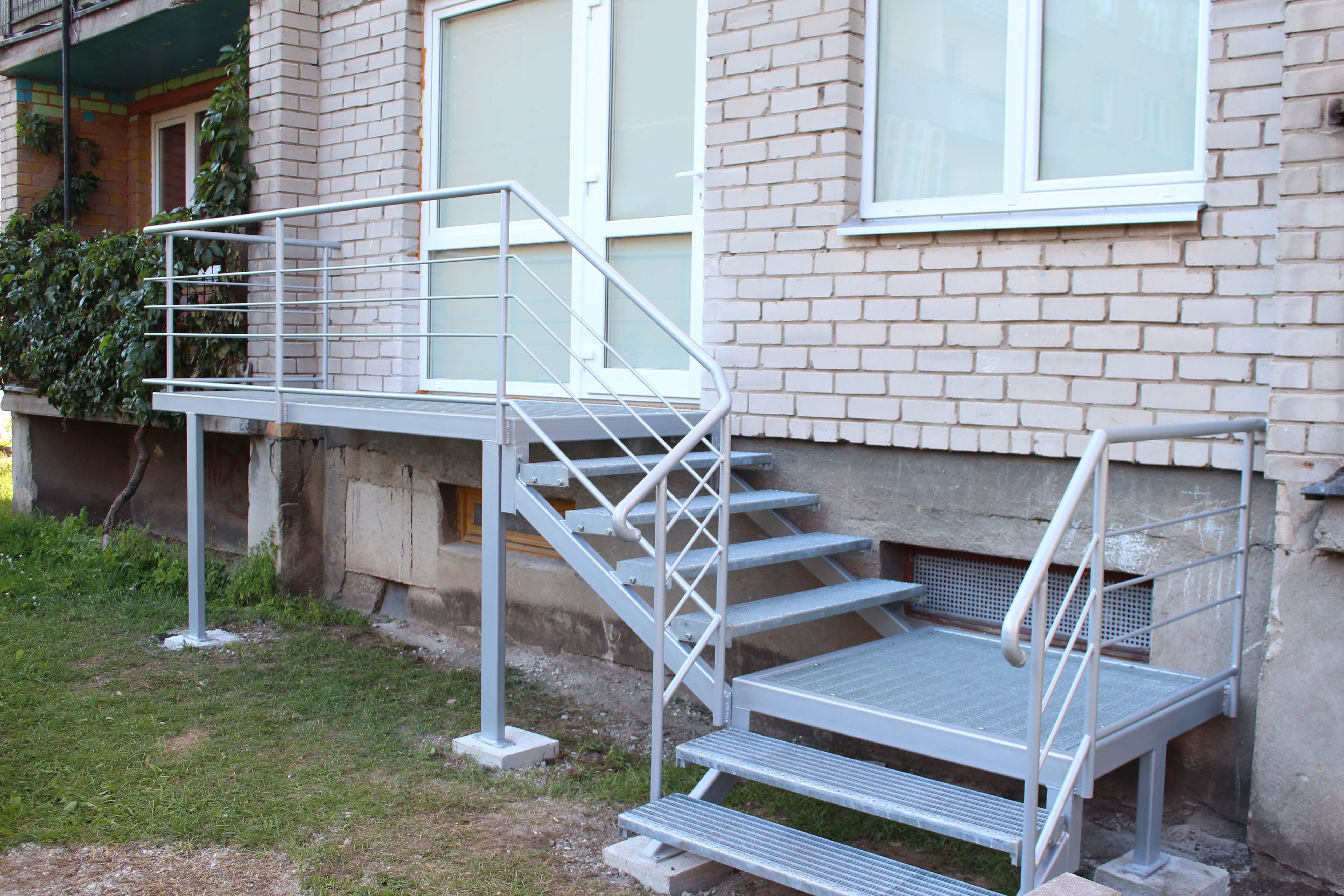 Iprasti metaliniai laiptai Midama