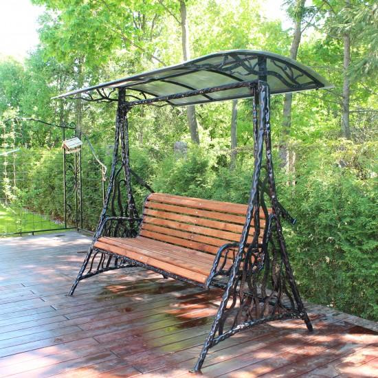 Raityto metalo supyne su stogeliu ir mediniu kreslu Midama2