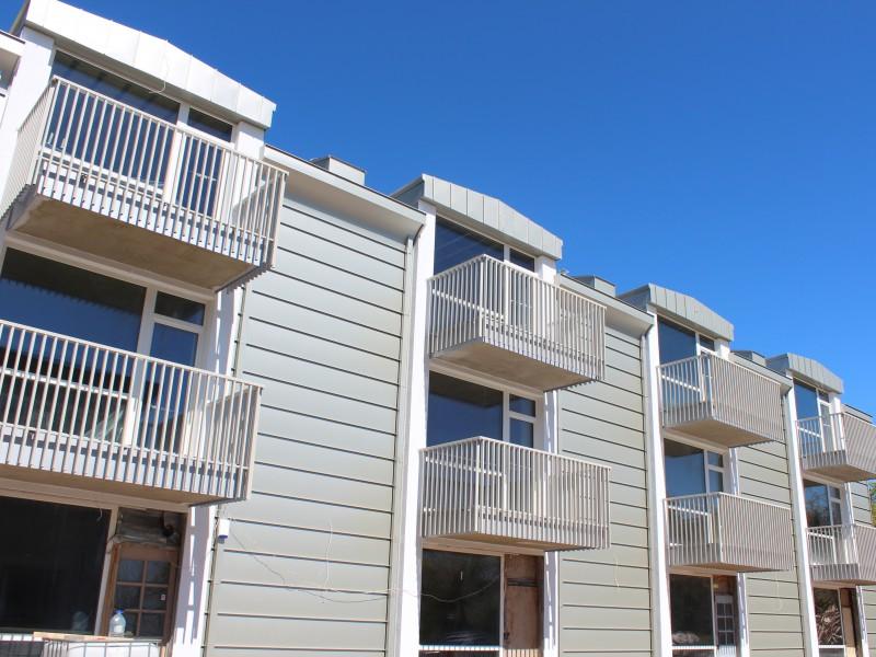 Balti metaliniai balkono tureklai