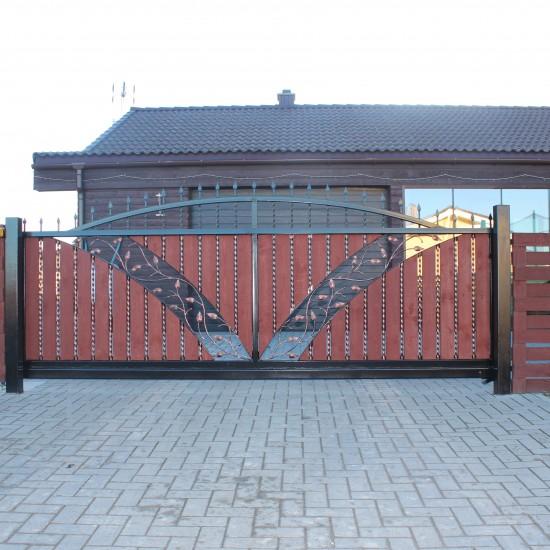 Metalo vartai su medžio detalėmis
