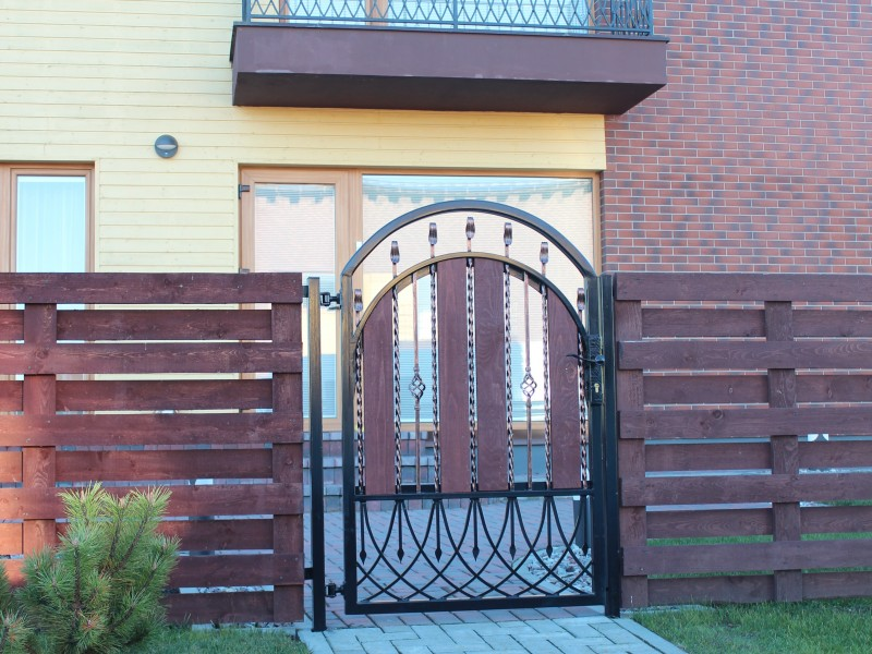 Metaliniai vartai ir turėklai